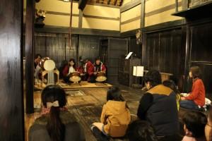 「相模の家」で囃子太鼓を演奏会の様子
