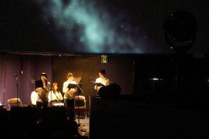 プラネタリウムで宮沢賢治作品と言えば「銀河鉄道の夜」 満天の星のもと朗読が響きます