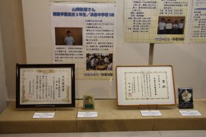 展示された市内中学校囲碁部の賞状