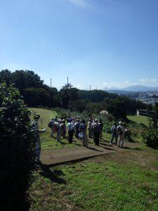 平塚市と中井町の境界付近に立つ受講生