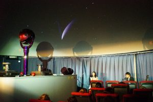 ハレー彗星をバックに歌うアクアマリン