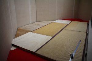 三畳の畳が敷かれた三角コーナー