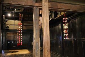 民家に飾られた吊るし雛