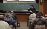 講義する藤井学芸員